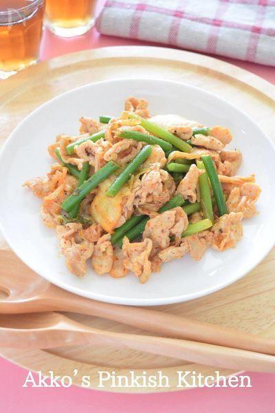 豚肉とにんにくの芽を使用して、味付けはキムチだけというなんとも簡単なお惣菜!でも、味は天下一品♪ 優秀な豚肉料理のレシピのひとつです。