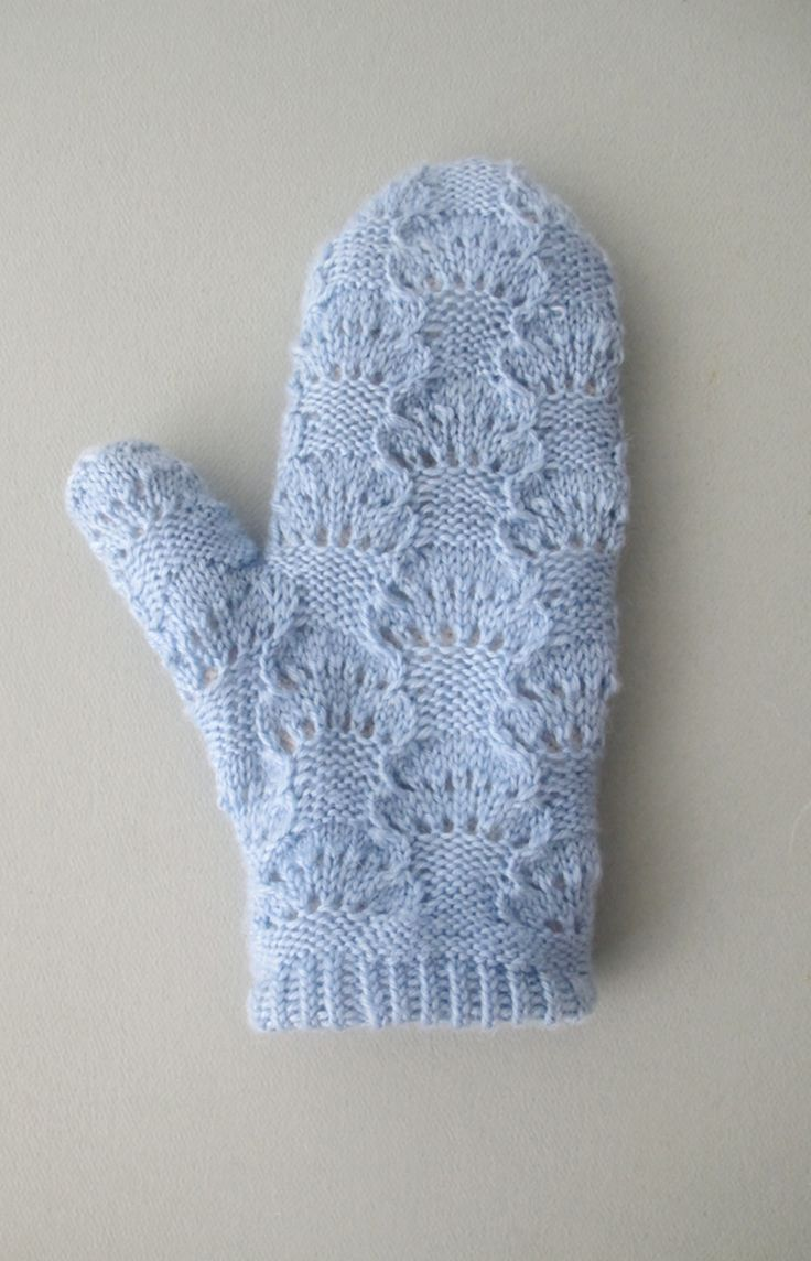 FREE PATTERN FOR THESE CLOUD MITTENS