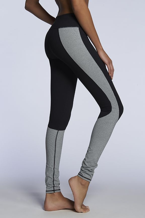 I think I like gray workout legging more than black, but I love this color blocking of them both.