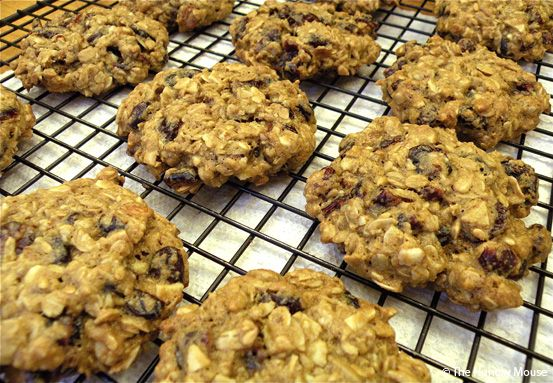 healthy granola cookies with cranberries, almonds, sunflower & flax seeds (just like the granola clusters as Sams Club)