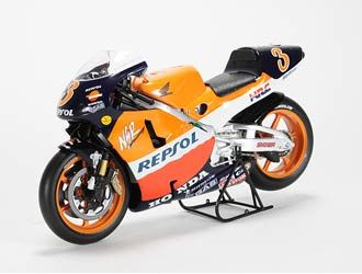 This Honda NSR500 (Alex Criville - 1999) Diecast Model Motorcycle is Orange and Red and features working stand, steering, wheels. It is made by Ex Mag and is 1:12 scale (approx. 17cm / 6.7in long).    Please note: imperfect outer packaging on this item....