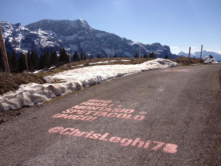 Cordenons, 13 maggio 2013 - Primo giorno di riposo qui a Cordenons da dove domani prenderà il via la tappa numero 10 di questa edizione della Corsa Rosa da Cordenons all'Altopiano del Montasio: primo arrivo in salita del Giro d'Italia 2013.  Le località di partenza e di arrivo di domani sono entrambe inedite nella storia della Corsa Rosa.