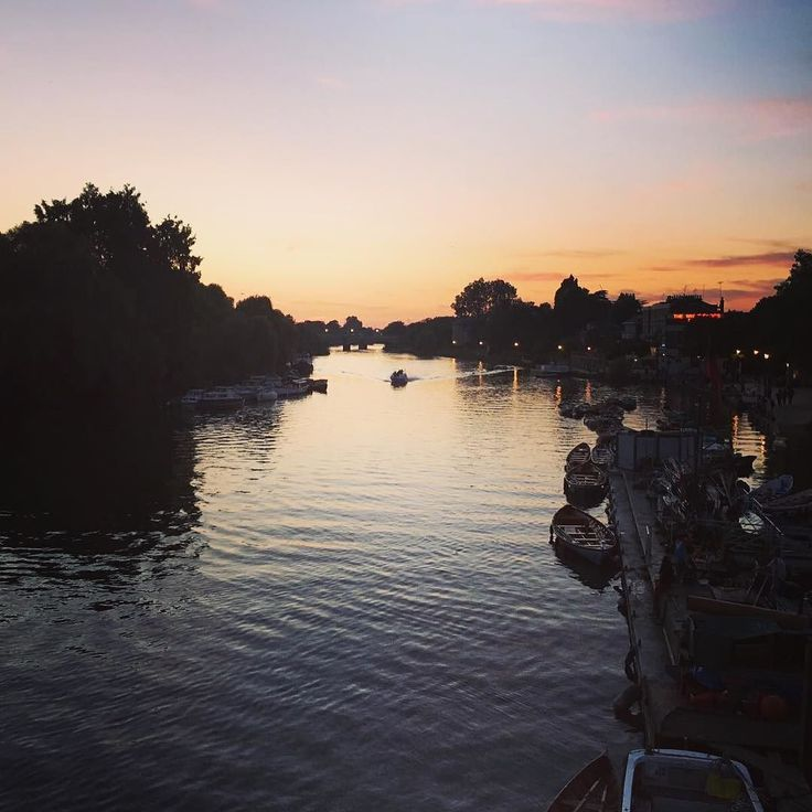 A beautiful sunset over the River Thames Richmond Surrey   www.whodoido.com  #whodoido #travelblogger #travelgram #travelstagram #travelpic #igaddict #wanderer #travelling #traveller #traveladdict #potd #instapic #instatravel #travelingram #blogger #bloggerlife #couple #coupletravel #wanderlust #traveltheworld  #explore #exploretheglobe #welovetotravel #igtravel #passionpassport