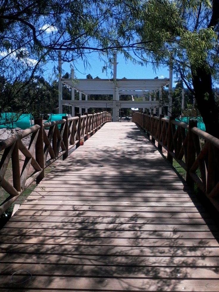 Proceso constructivo: Puente en Madera, uso vehículo liviano. #Alfardas #Tablones