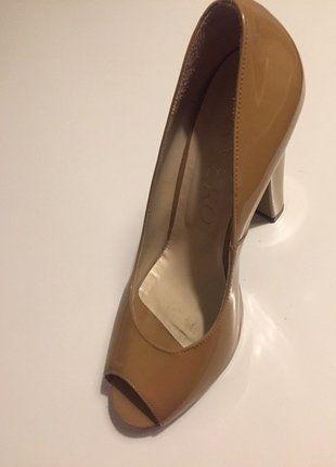 Kup mój przedmiot na #vintedpl http://www.vinted.pl/damskie-obuwie/na-wysokim-obcasie/16116439-piekne-lakierowane-buty-na-obcasie-od-rylko