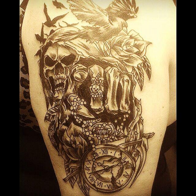 Tattoo skull t te de mort tattoo horloge rose corbeau for Tattoo shops 24 hours
