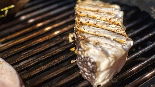 Pesce spada alla griglia e branzino al sale: ricette