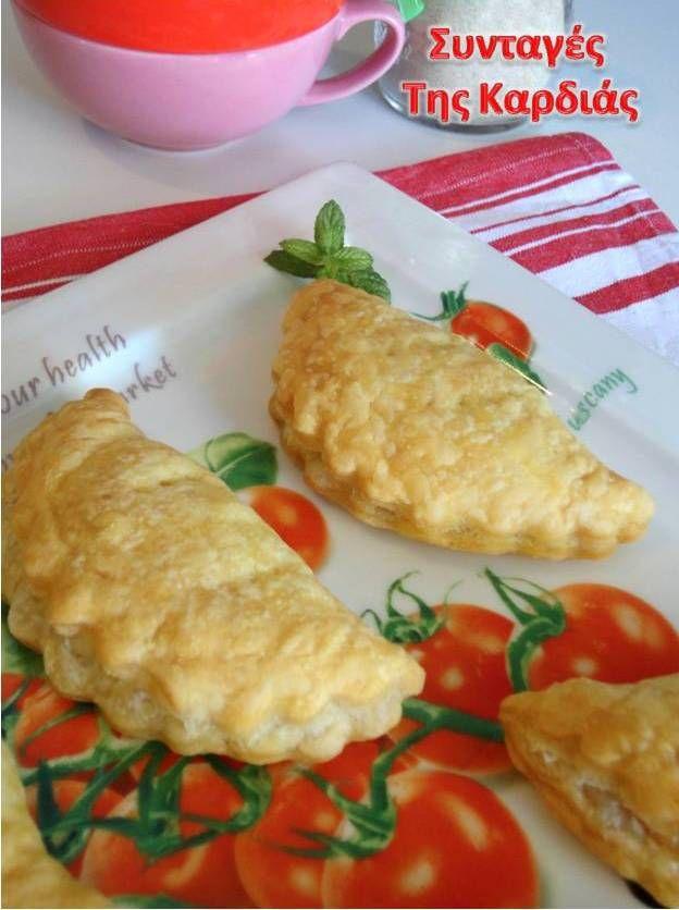 Τα πιτάκια με ζύμη σφολιάτας είναι από τα πιο αγαπημένα μου ορεκτικά. Τα θεωρώ εύκολα ως προς την παρασκευή τους και μπορώ να χρησιμοποιώ δ...