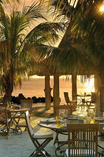 Dining on the beach, La Ravanne Restaurant, Mauritiu