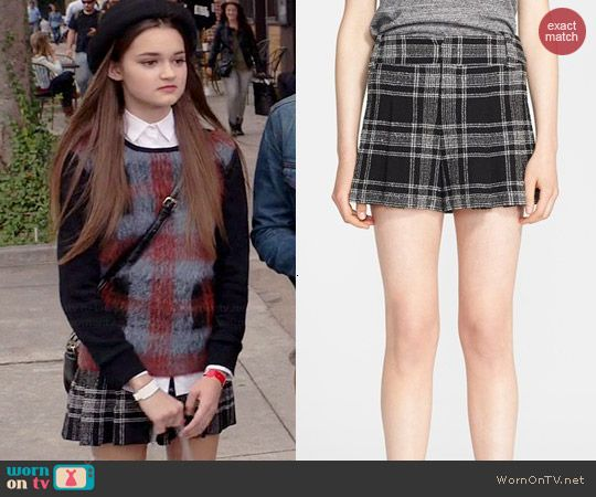 Emma's plaid shorts on Red Band Society.  Outfit Details: http://wornontv.net/40804/ #RedBandSociety