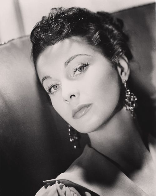 Vivien Leigh. ♥ The most beautiful actress in old Hollywood. Okay, so it's a straight up tie between her and Eliazabeth Taylor.