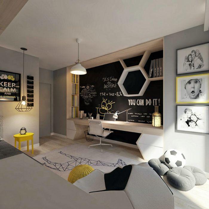 Светлая спальня с оригинальной рабочей зоной.