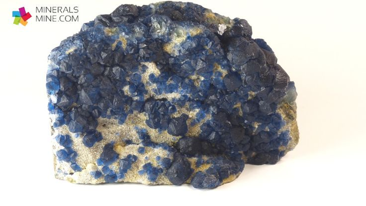 Niebieski Fluoryt z Chin - rzadki pokrój kryształu  i barwa