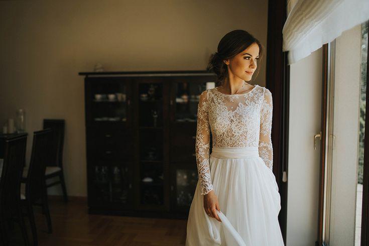 Jak dobrać koronkowe dodatki dla panny młodej? Panny Młode w koronkowych sukniach ślubnych
