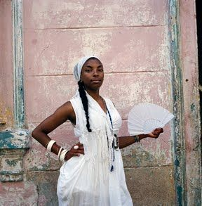 a woman dressed for ceremony | havana, cuba 2013 | foto: rena effendi