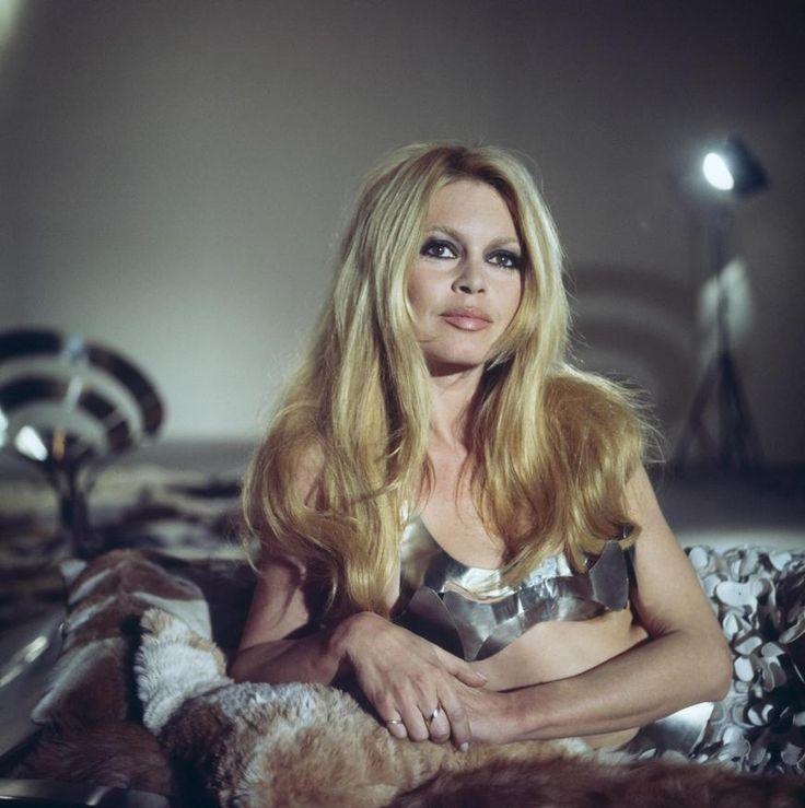 "Brigitte Bardot mise en scène pour l'émission ""Sacha show"" | INA.fr #French60s #French60sPop #FrenchFilm #BrigitteBardot #60sActress"