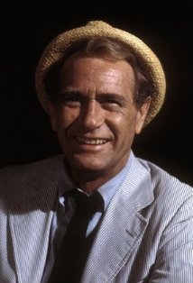 Carl Kolchak, as played by the great Darren McGavin (1922–2006). If you've wanted to know where my user name came from, here you go.