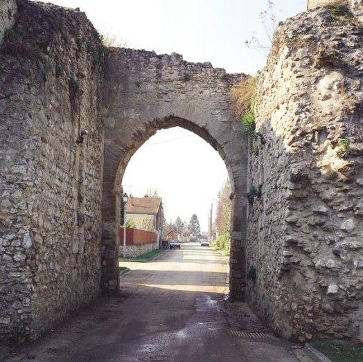Porte de Bretagne, Montchauvet
