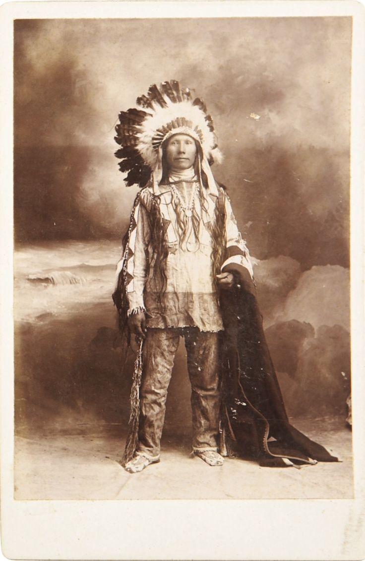 Фото индейцев Сиу; R. L. Kelly's Studio, Пирр, Южная Дакота. Период 1880-х. Heritage Auctions. 2009 January Western Americana Signature Auction #6017