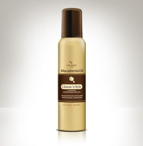 Macadamia Cleanse ´n Style Mousse cleanses your hair as it locks in style & volume. The essential fatty acids and vitamin compounds found in macadamia nut oil help to eliminate frizz by coating the hair shaft with nourishing oils. Macadamia nut oil contains antioxidants, such as vitamin E and squalene, which protect hair from the damage caused by free radicals.