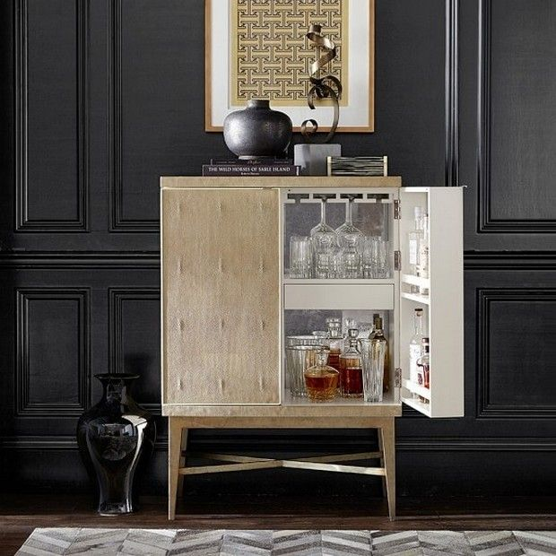 For the entertaining aficionado,there´s a statement piece capable of improving the entire luxury lifestyle experience - Bar Cabinets