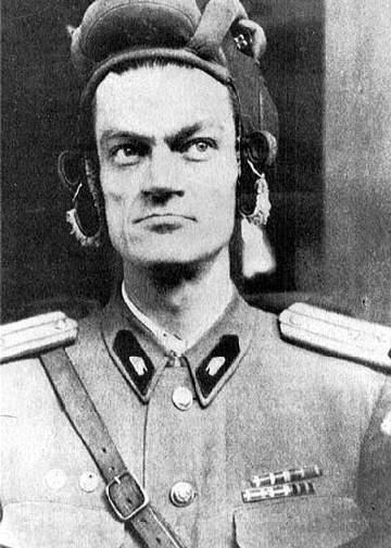 """Pàl Malèter,Pàl Maléter, comandante della divisione di Budapest dell'esercito della Repubblica Popolare di Ungheria,. Nell'ottobre 1956 mandato a reprimere le proteste del popolo ungherese guidato da Imre Nagy per maggiori libertà e condizioni di vita nell'ambito della democrazia socialista, disobbedì agli ordini dei Sovietici e si unì ai ribelli, dicendo che """"i combattenti per la libertà non sono banditi, ma figli leggittimi del popolo ungherese"""". Fu catturato dall'Armata Rossa e fucilato."""