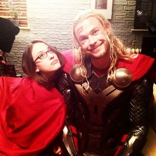On set shenanigans with Thor and Darcy (Chris Hemsworth and Kat Dennings)