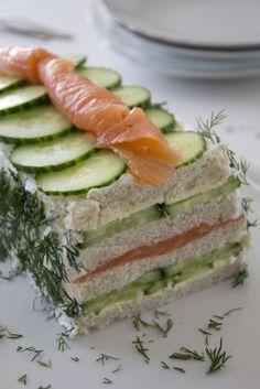 Broodtaart met zalm en komkommer door Brenda Kookt #cucumber