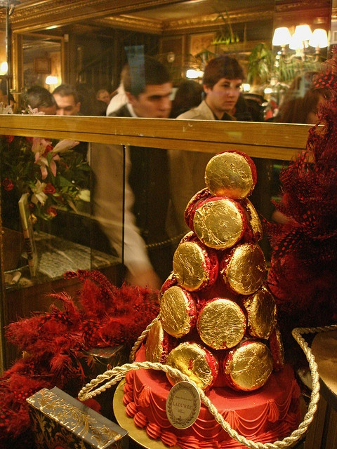 15 best images about laduree macaron tower on pinterest for Laduree christmas