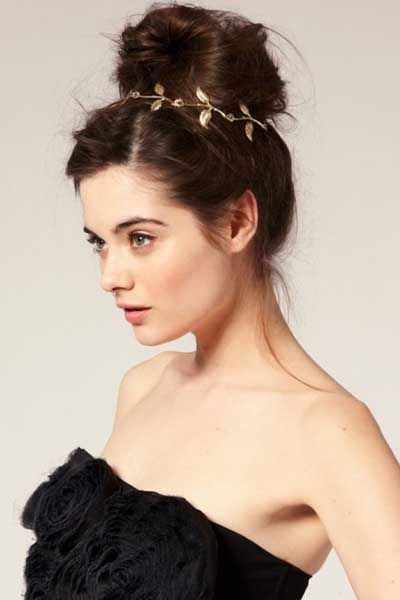 Dress up your bun with some headbands or hair pieces such as this! It's so easy and takes your hairstyle to a whole new level.