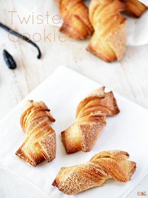 Voici une recette qui m'a immédiatement séduite, et intriguée, quand je l'ai vu sur le blog de Lynne, Cook & Be Merry (en anglais). Originaux, jolis et visiblement très (très !) appréciés car ces Twisted Cookies régalent sa famille depuis...