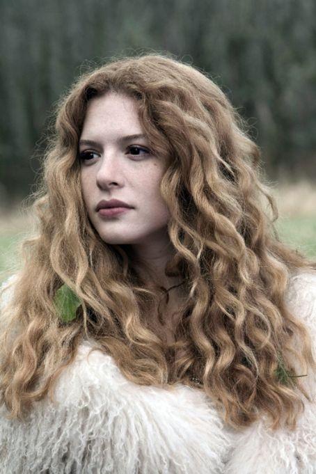 Rachelle Lefevre... her hair, OMG.