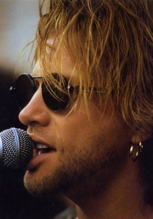 Jon BonJovi <3 There isn't an uncreepy way to say this, but i'm obsessed with his mouth. lmao
