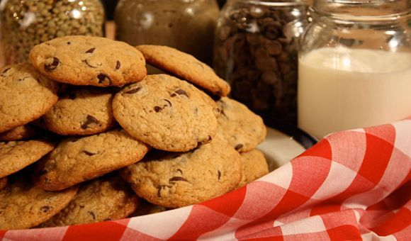Chocolate Chip Lentil Cookies by Chef Michael Smith | Lentils.ca