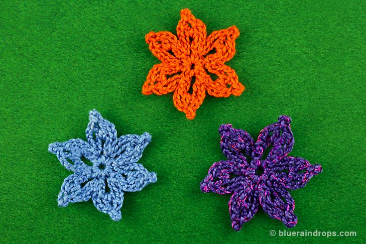 Small crocheted flower, see tutorial