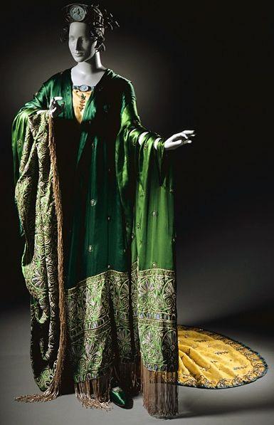 Erté - Costume d'Opéra - Ganna Walska - La Tosca - 1920. Эрте(Ромен де Тиртофф,Pусский,1892-1990) - Костюм оперы - Ганна Уолска - Тоска - 1920.Erté(Romain de Tirtoff,Russian,1892-1990) Opera Costume - Ganna Walska - Tosca - 1920.吉尔特(罗曼-德Tirtoff,俄罗斯,1892-1990) - 歌剧服装 - 甘娜沃尔斯卡 - 托斯卡 - 1920年。