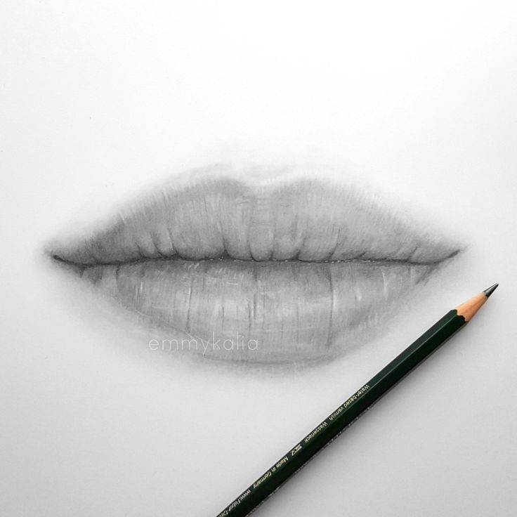Video drawing lips with graphite pencils