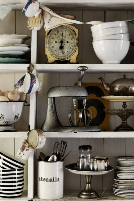 Collections of vintage items on shelvesDecor, Kitchens Shelves, Kitchens Design, Kitchen Shelves, Open Shelves, Vintage Kitchens, Kitchens Stuff, Design Kitchen, Kitchens Tools