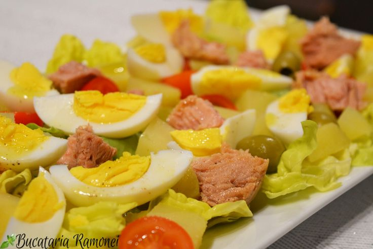 Ce poate fi mai bun decat o salata bogata si frumos colorata. Gasesti reteta dand click pe imagine:  http://bucatariaramonei.com/recipe-items/salata-nizzarda/