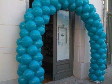 brama z balonów w całej okazałości - kolor balonów idealnie współgra z logiem sklepu :)