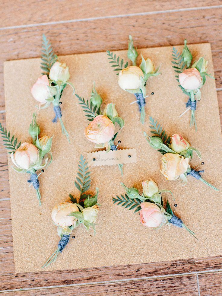 Corsages peach & navy - ranunculus