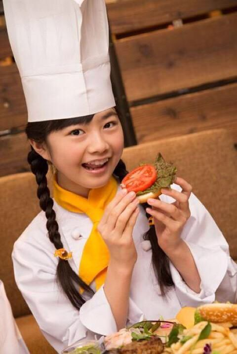Yui. Never forgets her beloved tomatoes #Babymetal - #YuiMetal