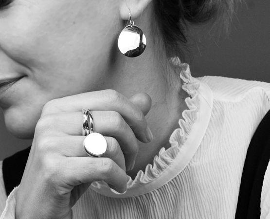 Köp handgjorda silversmycken från Mila Silver. Fri frakt och öppet köp!
