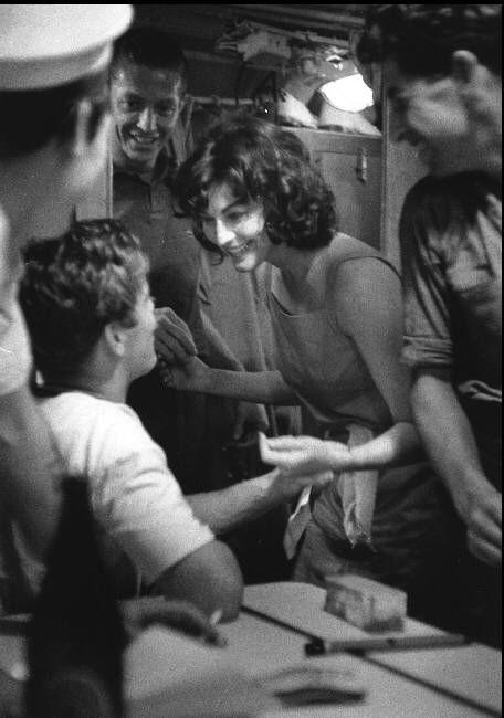 Wayne Miller Melbourne AUSTRALIA. Ava GARDNER during the filming of On the Beach by Stanley KRAMER. 1959.