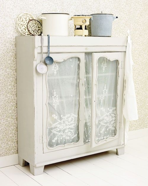 Vintage Cupboard | ~CoUnTrY CoTtAgE ChArM~  ;p