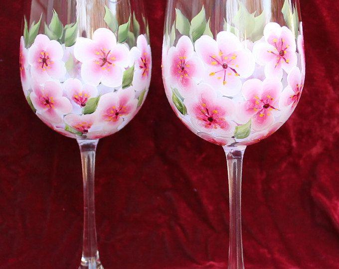 Pintado a mano de copas de vino (juego de 2) - flores de cerezo