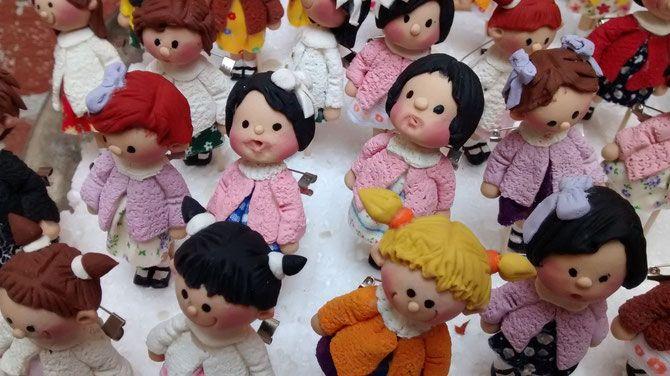 muñecas/broche