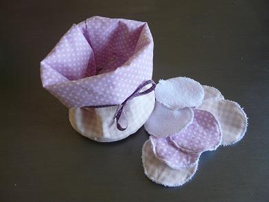 Pochon et ses lingettes démaquillantes à laver, pour ne plus jeter des disques de coton !