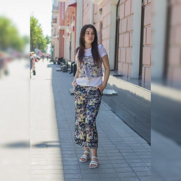 """В Lily ты найдёшь всё необходимое для стильного лета!��Когда, как не летом создавать яркие образы? На модели: белая блуза + топ с цветочным принтом, брюки-кюлоты в тон топу�� �� Бутик женской одежды """"LILY"""" �� Ленина, 81 �� Наш сайт: www.lily-freestyle.ru ☎ +7 (923) 723 15 00  #lily #lily22 #barnaul #barnaul22 #барнаул #барнаул22 #франция #французскаямода #France #Jaime_la_France #мода #лук #likes #follow #comment #girl #girls #instastyle #fashion #fashionista #fashionblogger #fashionblog…"""