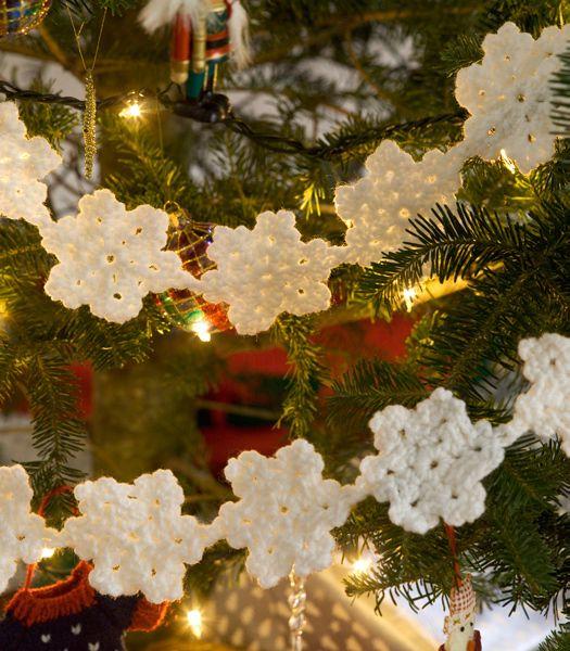 Crochet Snowy Garland - free crochet pattern: Garlands Crochet, Redheart, Crochet Christmas, Red Heart, Crochet Snowflakes, Free Patterns, Crochet Patterns, Snowflakes Garlands, Christmas Trees